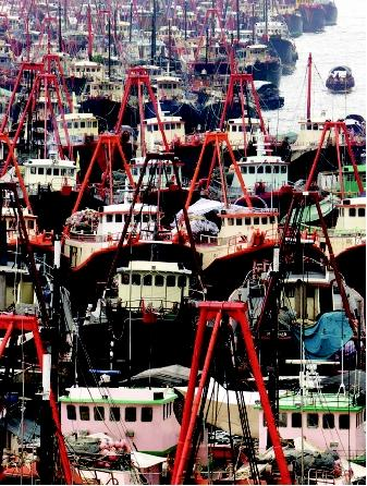 Overfishing can lead to regulatory closures of fisheries. Hundreds of fishing boats sat idle in Hong Kong's Aberdeen Harbor in 2000 during a 2-month fishing ban in the South China Sea. The ban stemmed from years of overfishing that depleted fish stocks and decreased fishers' incomes.