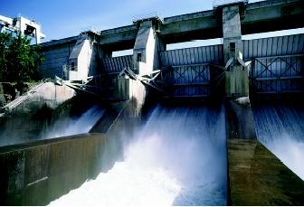 Depending on their size and purpose, dams can have varying effects on instream flows both upstream and downstream of the dam. Rivers below large multipurpose dams may be nearly dry when the gates are closed to store water, or they may become raging whitewater when the gates are opened to release water. Here water from the Columbia River pours through the spillway at the Dalles Dam, a federal hydropower dam in Oregon.