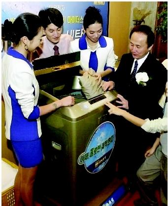 These South Korean entrepreneurs have developed a washing machine that needs very little or no detergent, thereby saving consumers money and reducing the harmful effects of detergent wastewater on receiving lakes and streams. Under certain circumstances, the phosphorus content in household and commercial detergents may enhance eutrophication in these waterbodies.